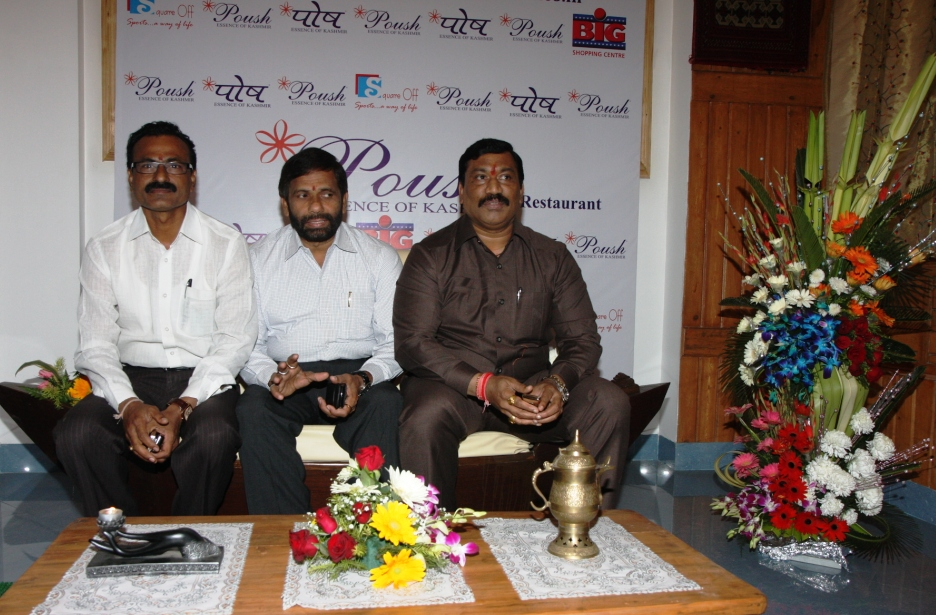Mr Dumbare (Corporator), Naresh Manera (Corporator), Shri Harishchandra Shripat Patil (Thane's Mayor)