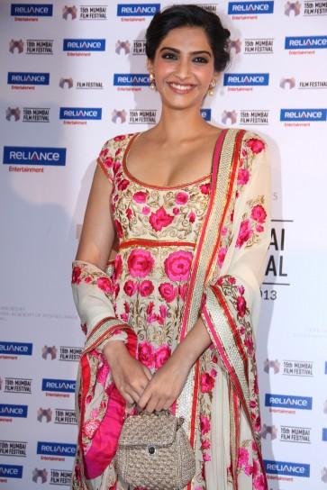 Sonam Kapoor present Little Big People at 15th Mumbai Film Festival (8)