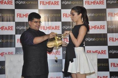 Jitesh Pillaai (Editor, Filmfare) & Shraddha Kapoor at the Filmfare Magazine cover launch at Reliance Digital, Prabhadevi.2