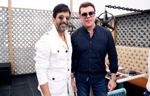 javed-jaffrey-aditya-pancholi-catch-up-at-the-newly-launched-sheesha-sky-lounge-1